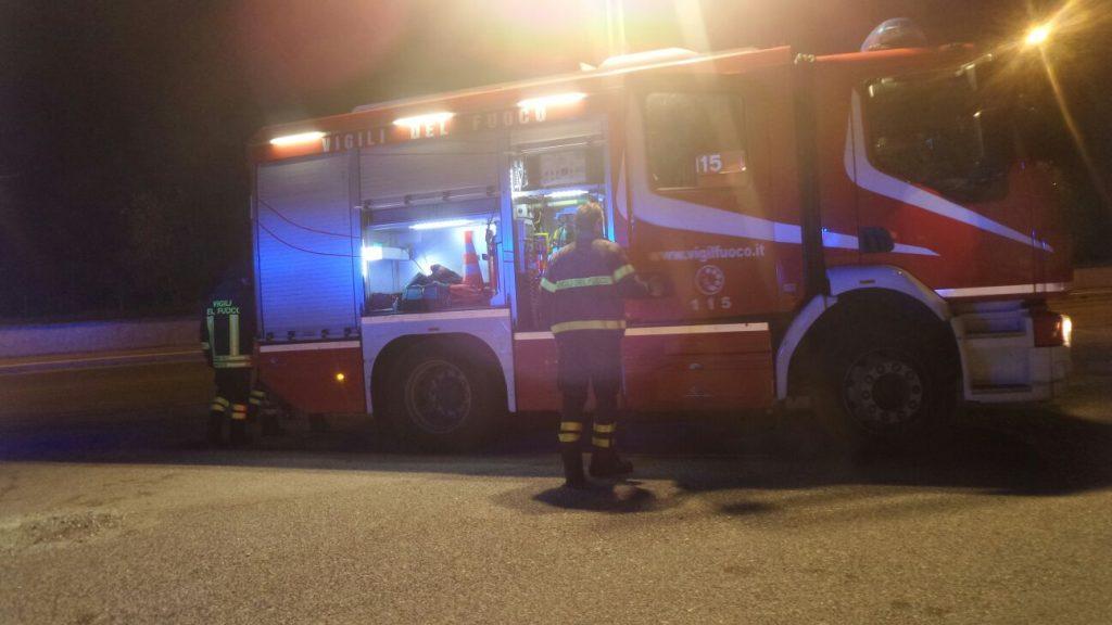 Corsico. Principio di incendio per una Fiat Punto in avaria in via Cellini al Q.re Lavagna