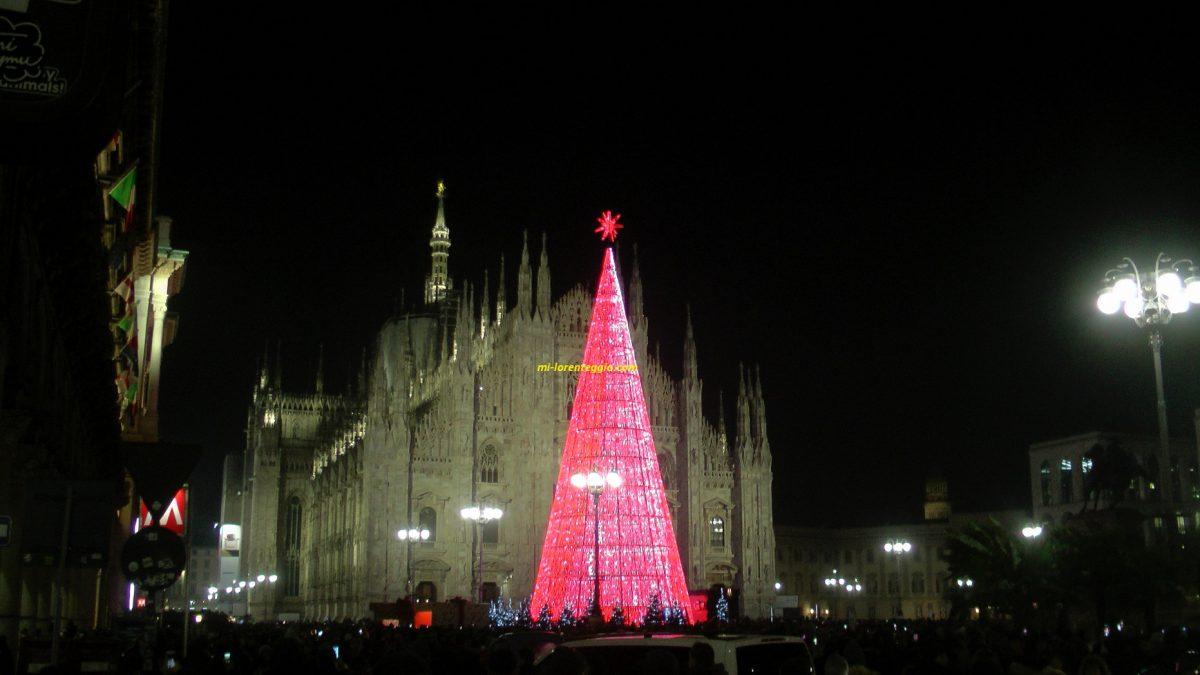 Albero Di Natale Milano 2020.Albero Di Natale In Piazza Duomo A Milano Mi Lorenteggio Com