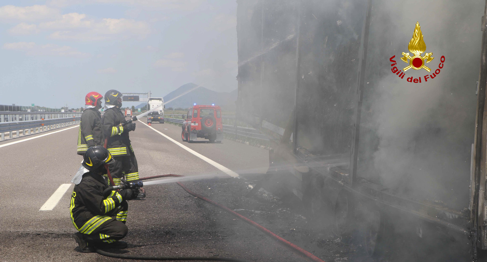Veicolo in fiamme sull'A1 tra Basso Lodigiano – Casalpusterlengo, traffico bloccato