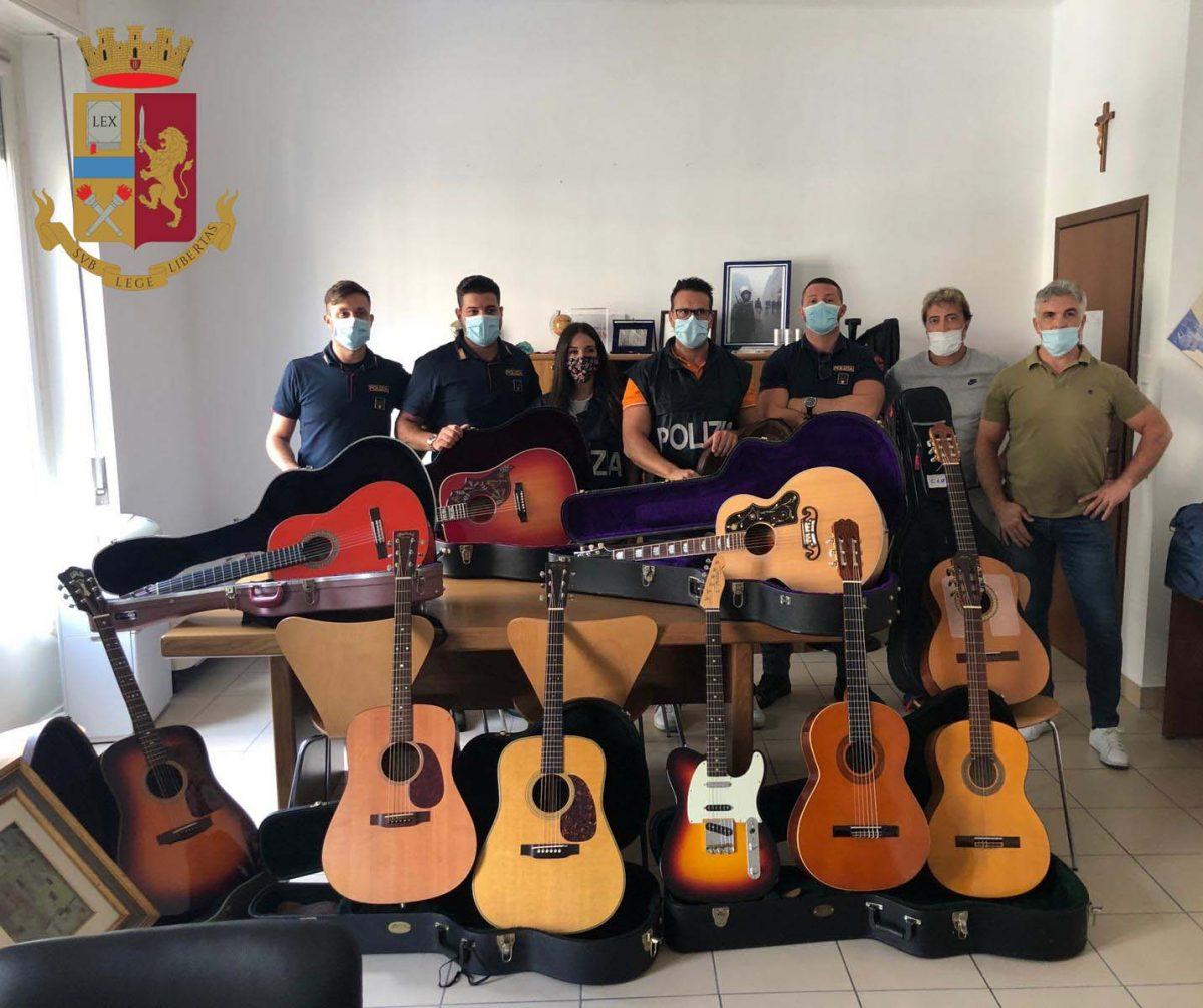 Ruba 11 chitarre a collezionista per 150mila euro a Milano